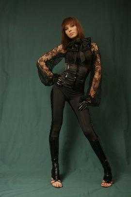 атласный-черный-костюм-ночной-клуб-«FIRST»