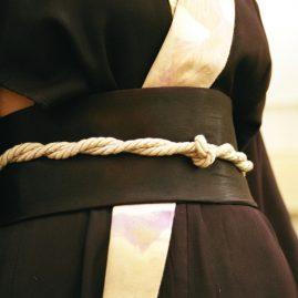 «Томбо»-хостес-кимоно-с-аппликацией