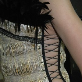 Золотые корсеты с перьями ночной клуб «РАЙ»