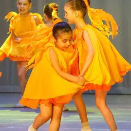 Платье-солнышко, танец «Золотые зернышки»